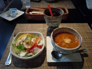 高原野菜のサラダとミネストローネ コーヒーは丸山珈琲